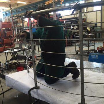 Giancarlo costruisce la balaustra