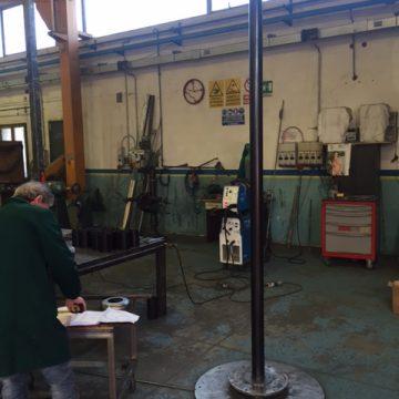 Preparazione palo per premontaggio scala