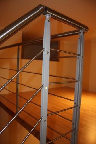 Soppalco in legno con scala duelle scale for Corrimano in legno roma