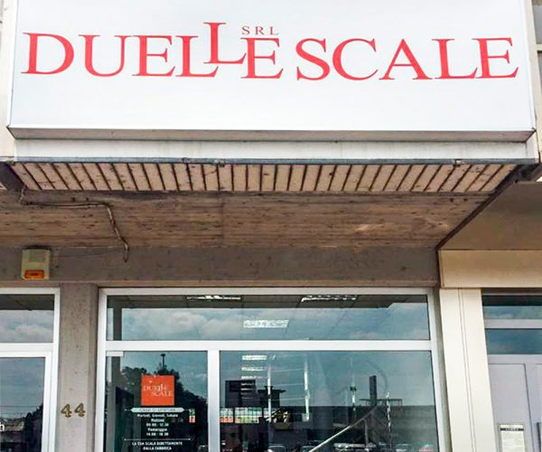 Duelle scale entrata showroom Brescia